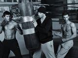 """I.Sivakovo nuotr./Grupės """"Pikaso"""" vaikinai fotosesijoje demonstravo nuogus raumeningus kūnus."""