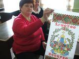 Irmos Ozturhan/15min.lt nuotr./Iš Ukrainos kilusios P.Noreikienės močiutė į velykinį krepšelį įklodavo tautiškais raštais margintą staltiesę.