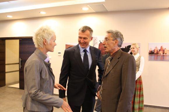 Martynos Michnevičiūtės/15min.lt nuotr./Lietuvos ambasadorius Izraelyje Darius Degutis (centre)