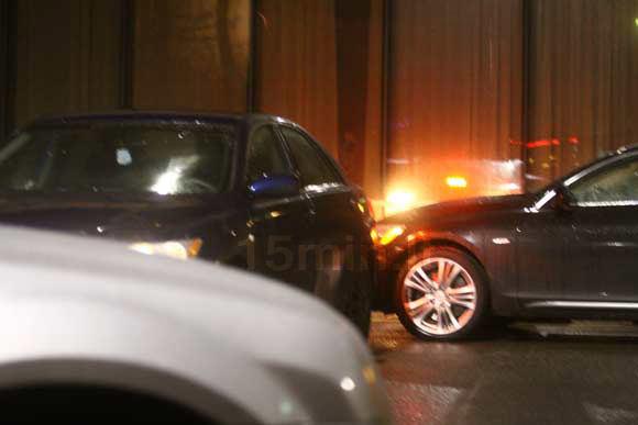 Atsitiktinio liudininko nuotr./Mundžio automobilį kita maaina apgadino važiuodama atbulomis