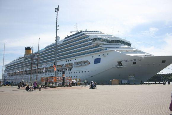 """Kruizinis laivas """"Costa Pacifica"""" - 290 metų ilgio, 17 denių."""