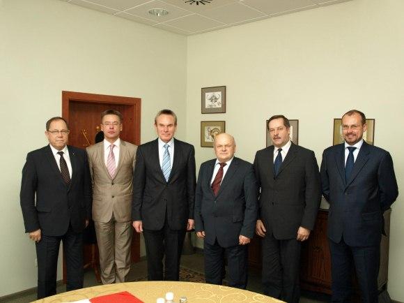 A.Zaremba yra  Lietuvos elektros energijos gamintojų asociacijos prezidentas (nuotraukoje – trečias iš kairės)