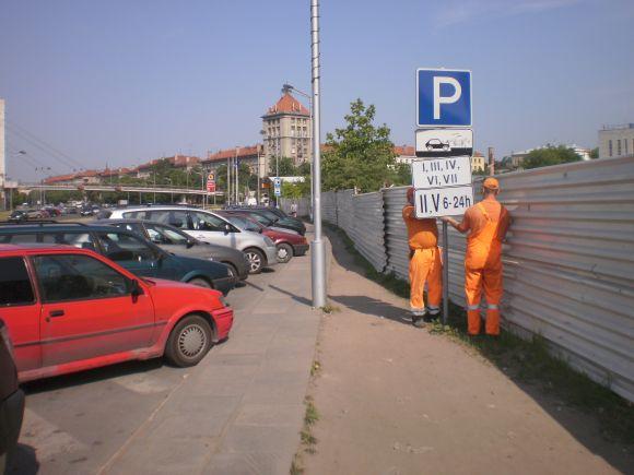 Vairuotojai prašo atkreipti dėmesį į naujus ženklus ir paisyti jų