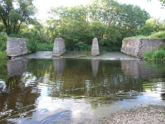 L.Maruko nuotr./Daugelyje kraato upių gružlių meakeriojimo vietos  žemiau senų ir veikiančių užtvankų.