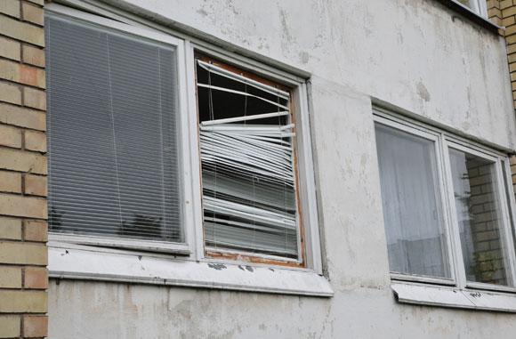 Išdužęs buto langas
