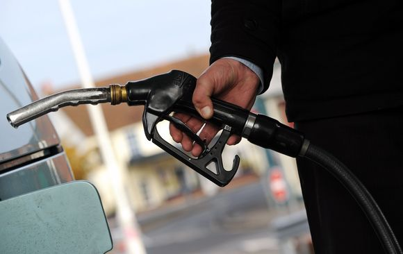 Degalų kainos gąsdina ir britus