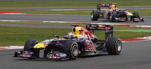 Reuters/Scanpix nuotr./Sebastianas Vettelis (priekyje) ir Markas Webberis, Red Bull