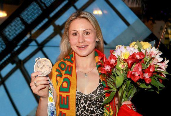 Irmanto Gelūno/15min.lt nuotr./Penkiakovininkė Laura Asadauskaitė grįžo į Lietuvą su sidabro medaliu.