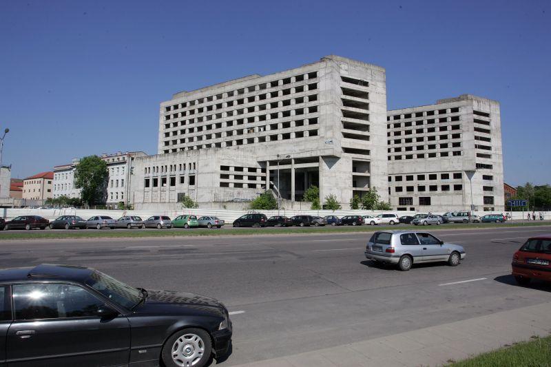 Nebaigtas statyti viešbutis bus uždengtas