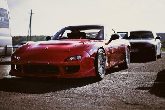 Algirdo Venskaus/waska.lt nuotr./Mazda RX7 vairu deainėje pusėje dalyvaus Omnitel 1000 km lenktynėse