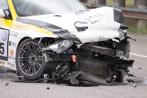 Tomo Digaičio/GAZAS.LT nuotr./BMW M3 po kaktomuaos su betoniniais blokais