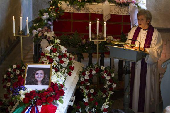 Reuters/Scanpix nuotr./Pirmoji Norvegijoje amžino atilsio atgulė ia Irako kilusi 18-metė Bano Rashid, žuvusi Utojos saloje.