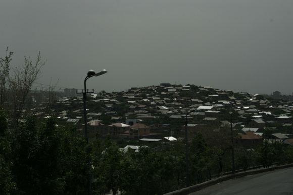 E.Samoakaitės nuotr./Jerevano priemiesčio stogai