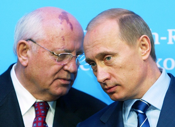 Buvęs Sovietų Sąjungos lyderis Michailas Gorbačiovas su Rusijos premjeru Vladimiru Putinu