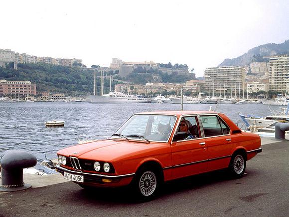 Gamintojo nuotr./BMW 528i E12