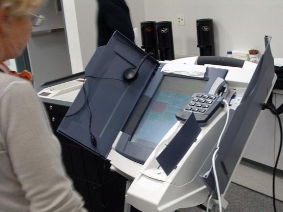 """Kompanijos """"Diebold"""" el. balsavimo automatas."""