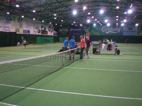 Norinčių pažaisti tenisą vis daugėja, o aikščių trūksta.