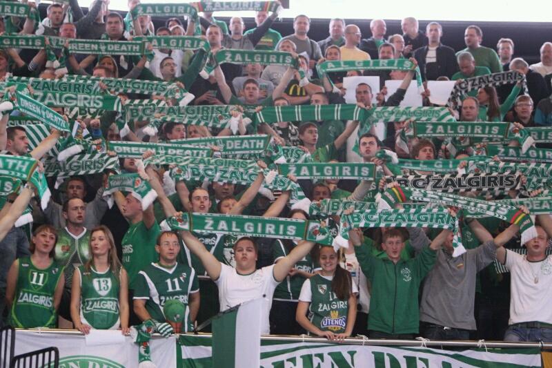 """Kauno """"Žalgirio"""" gerbėjai naująją 15 tūkst. areną užpildė sausakimšai."""