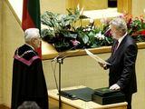 `arūno Mažeikos/BFL nuotr./Juozas Palionis duoda Seimo nario priesaiką 2008-aisiais.