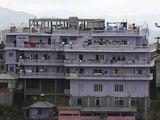 """""""Reuters""""/""""Scanpix"""" nuotr./Ziono Chano ir jo šeimos 4 aukštų namas"""