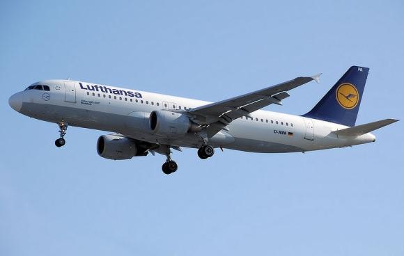 """Aviakompanijos """"Lufthansa"""" laineris """"Airbus A-320"""""""