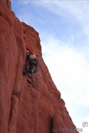 MM alpinistų nuotr./Kopti reikia atsargiai, nes uola biri