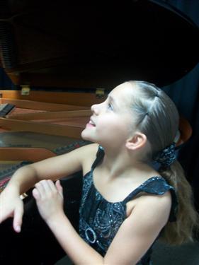 Vienuolikmetė pianistė Synthia Soto Cordero iš Kosta Rikos