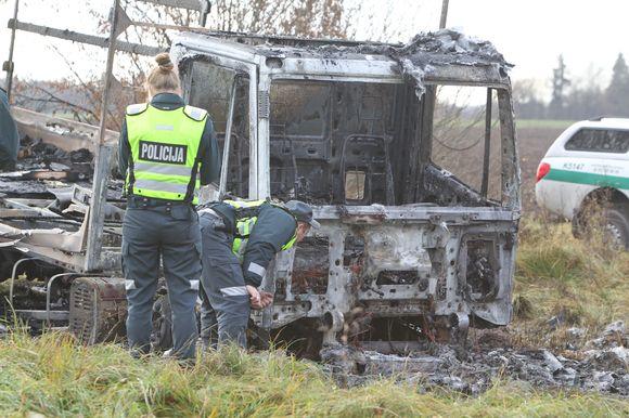 Kauno rajone padegtas vilkikas.