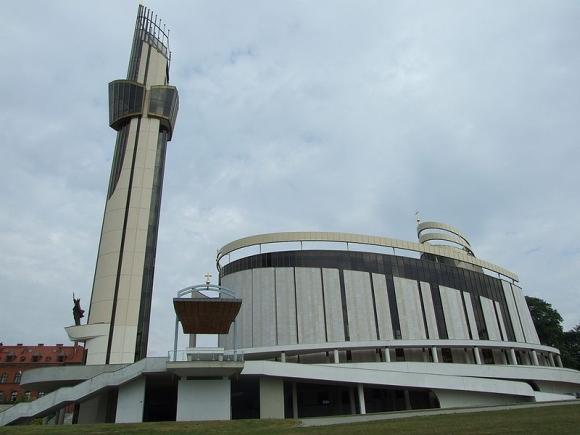 LLRA atstovus, matyt, buvo įkvėpęs ir Dievo Gailestingumo sanktuariumas Krokuvoje-Lagievnikuose, kuriame ilsisi Šv. Faustinos palaikai