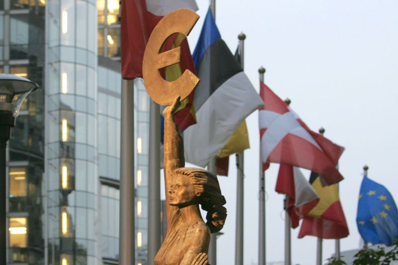 Statula prie Europos parlamento Briuselyje