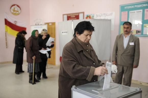 Pietų Osetijoje vyksta rinkimai, kurių nepripažįsta Gruzija ir daugelis pasaulio valstybių.
