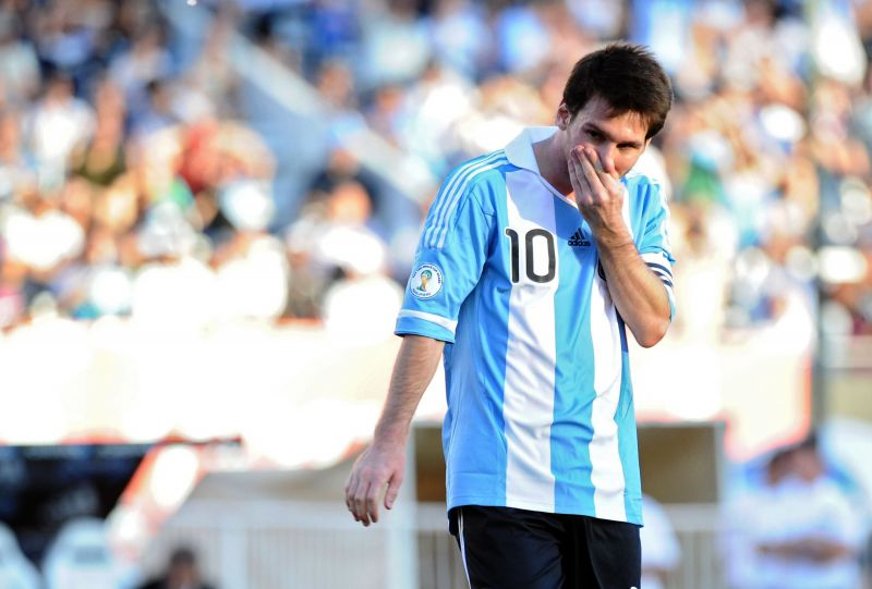 Leonelis Messi trečią kartą iš eilės pretenduoja tapti geriausiu metų futbolininku