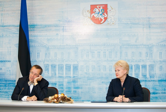Estijos prezidentas Toomas Hendrikas Ilvesas ir Lietuvos prezidentė Dalia Grybauskaitė