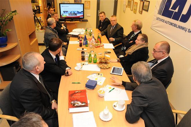 Jeanas Todas apsilankė Lietuvos automobilininkų sąjungoje