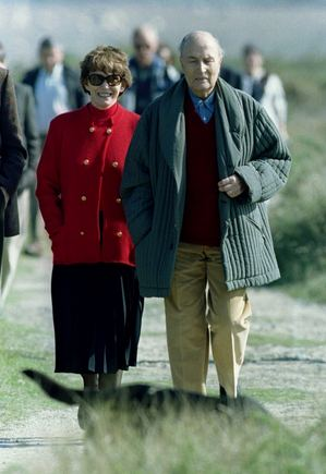"""Reuters""/""Scanpix"" nuotr./Danielle Mitterrand su savo vyru Francois (1994 m.)"