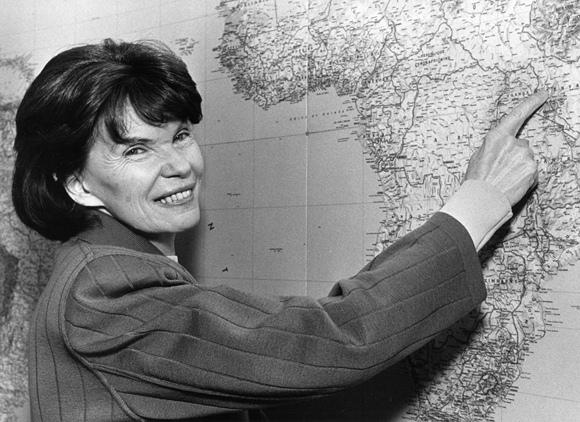 Danielle Mitterrand žemėlapyje rodo Keniją (1988 m.)