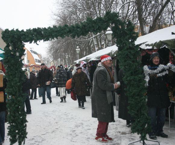 Idėja surengti tradicinę kalėdinę mugę kitaip pakibo ant plauko.
