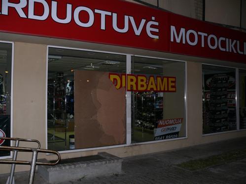Kaune apvogta motociklų parduotuvė