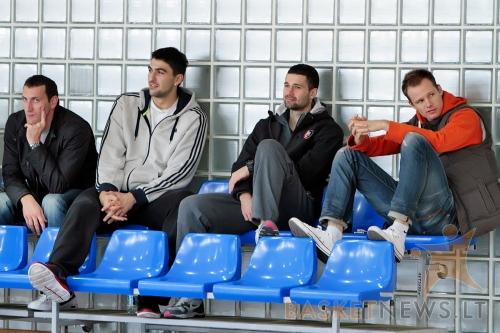 """Bradas Newley (dešinėje) dažnai stebi Vilniaus """"Kibirkšties-Tichės-IKI"""" komandos rungtynes"""