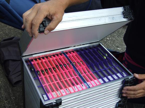 Skrynelė sukonstruota taip, kad stalčius ir skyrius galima montuoti norima tvarka