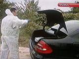 """Kadras iš LNK žinių/Po gaudynių Vilniaus pakraštyje automobilį """"Mercedes Benz E270 CDI"""", kurį vairavo M.Matukas, pirmiausia apžiūrėjo ekspertai."""