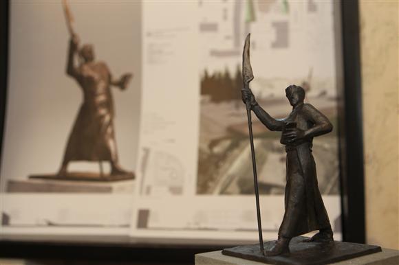 Skulptūrų A.Mackevičiui projektai sulaukė kritikos.