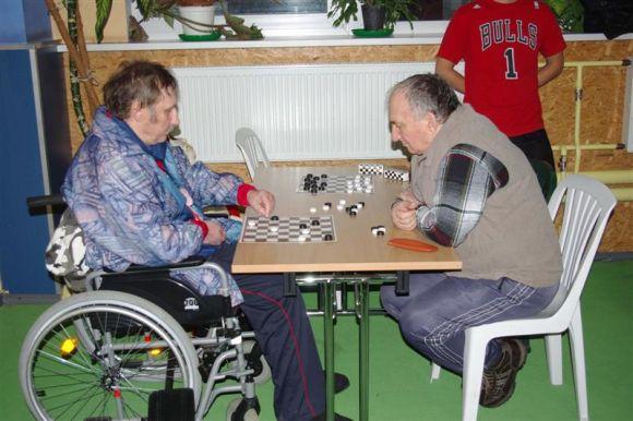 Neįgalieji varžėsi įvairiausiose rungtyse.