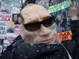 """""""Scanpix"""" nuotr./Išradingiausi demonstrantų plakatai ir kaukės"""