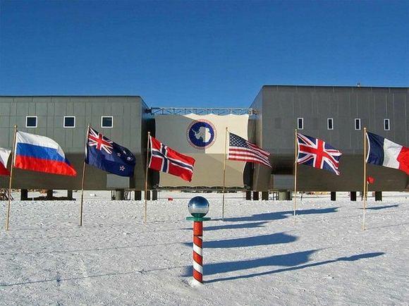 Wikimedia.org nuotr./Greta Amundseno-Scotto mokslinių tyrimų stoties  stulpelis, žymintis Pietų aaigalio vietą.