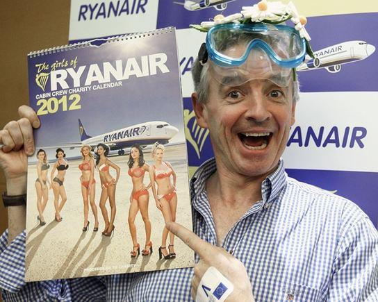 Reuters/Scanpix nuotr./Michaelas o'Leary pristatė 2012-ųjų Ryanair kalendorių.