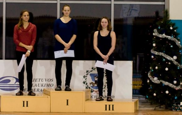Organizatorių nuotr./Geriausi čempionato plaukikai (ia kairės) Raminta Dvariakytė, Jūratė `čerbinskaitė ir Vaiva Gimbutytė.