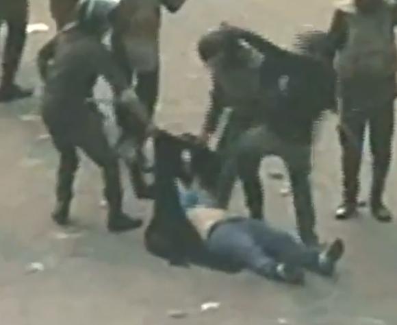 Egipto kariškių smurtas prieš moterį papiktino visą pasaulį.