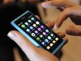 """Reuters""/""Scanpix"" nuotr./Išmanusis telefonas ""Nokia N9"""