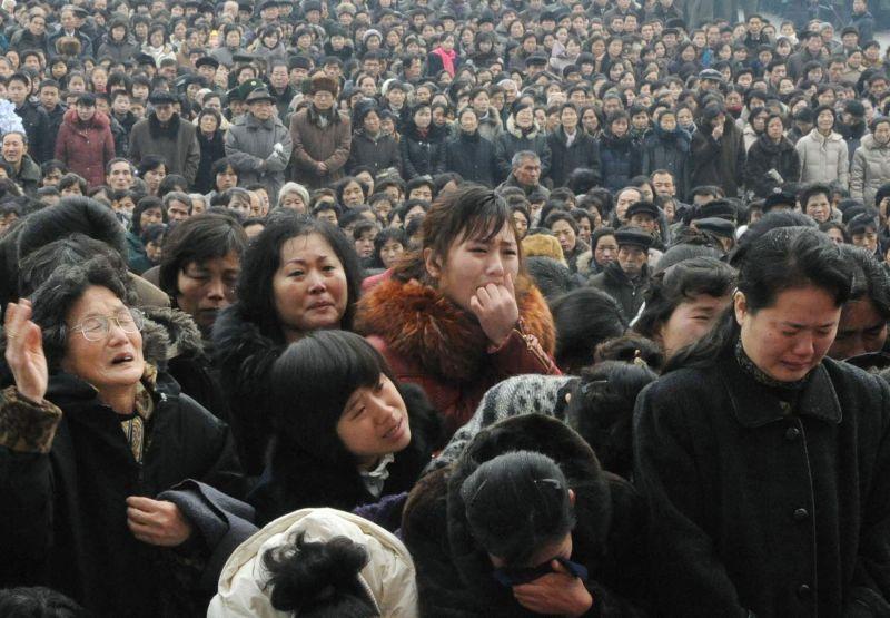 Šiaurės Korėjoje žmonės gedi mirusio šalies lyderio